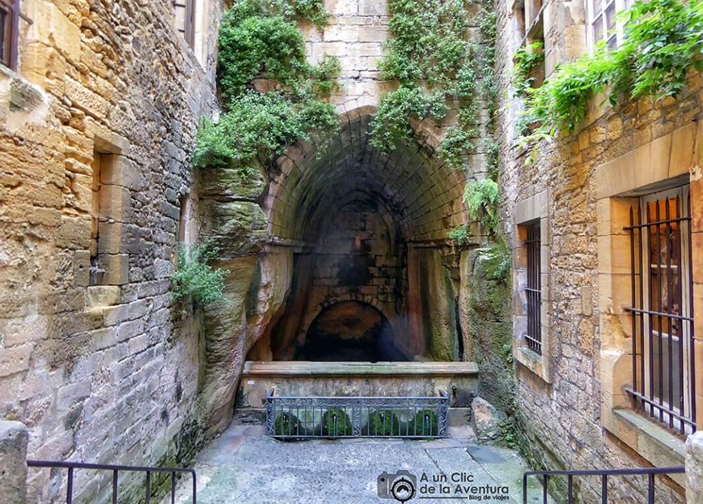 Fontaine de Sainte-Marie - Fuente de Santa María en Sarlat