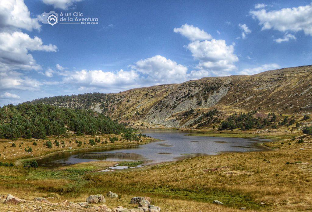 Laguna Larga de las Lagunas de Neila. Rutas por la Sierra de la Demanda.