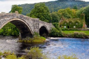 Llanrwst (By MichaelMaggs (Own work) [CC BY-SA 3.0 (http://creativecommons.org/licenses/by-sa/3.0)], via Wikimedia Commons)