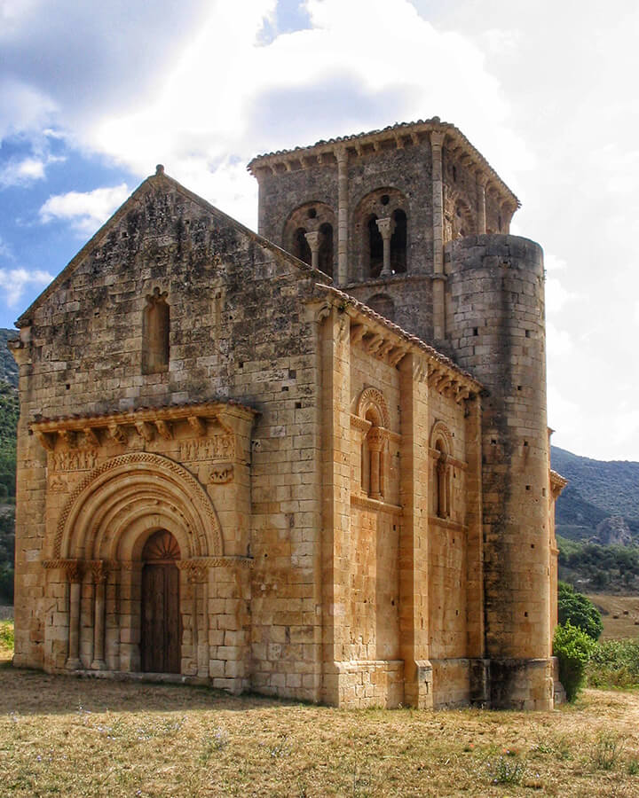 Iglesia de San Pedro de Tejada (Foto de Joan - Trabajo propio, CC BY-SA 3.0, https://commons.wikimedia.org/w/index.php?curid=775776)