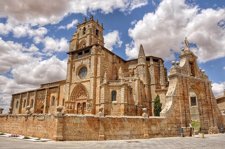 Iglesia de Santa María la Real de Sasamón (Foto de Canduela CC BY-NC-ND 2.0)