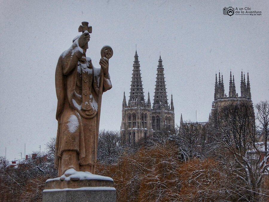Estatua del Puente de San Pablo de Burgos - rincones secretos de Burgos