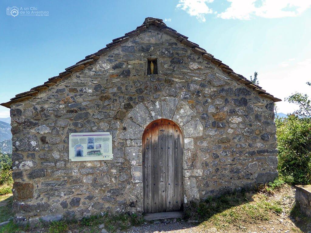 Exterior de la ermita de la Virgen de la Pena de Tella - ruta de las ermitas de Tella