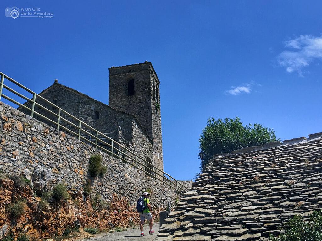 Llegando a la iglesia de San Martín y fin de la ruta de las ermitas de Tella