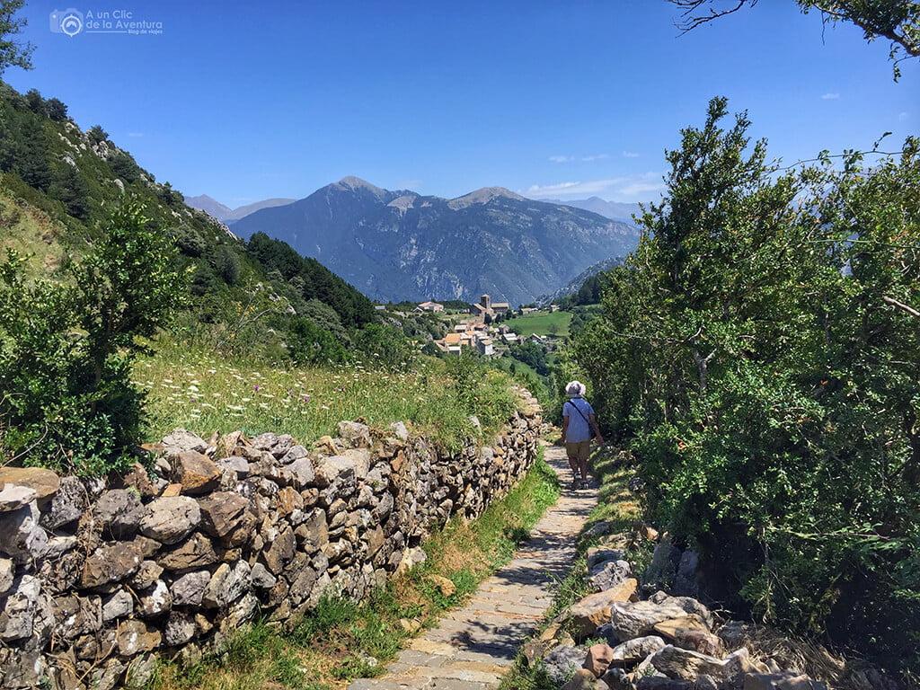 Llegando a Tella al finalizar la ruta de las ermitas de Tella