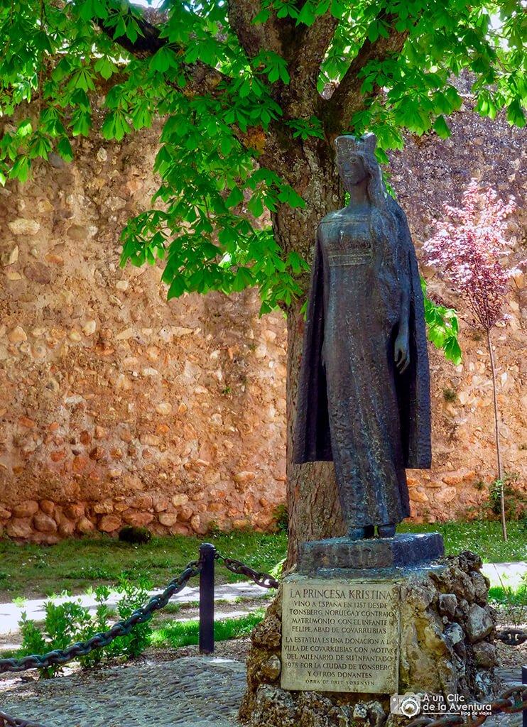 Monumento dedicado a la princesa Kristina de Noruega en Covarrubias - Valle del Arlanza