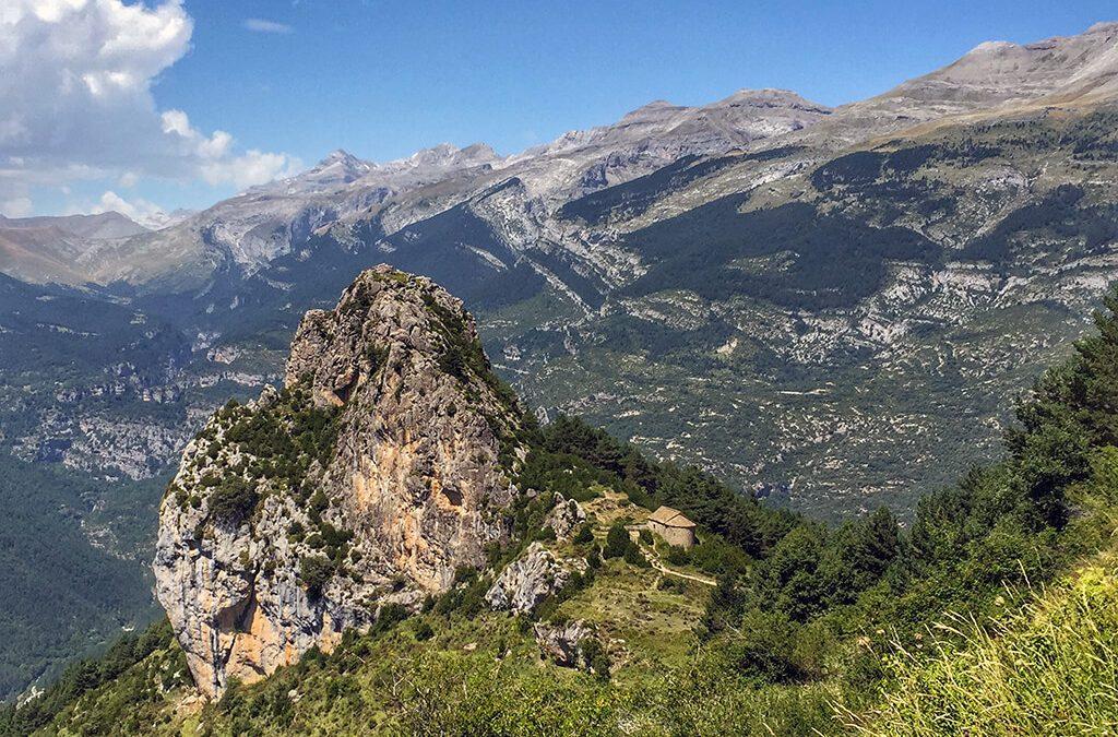 La ruta de las ermitas de Tella: entre brujas y tormentas