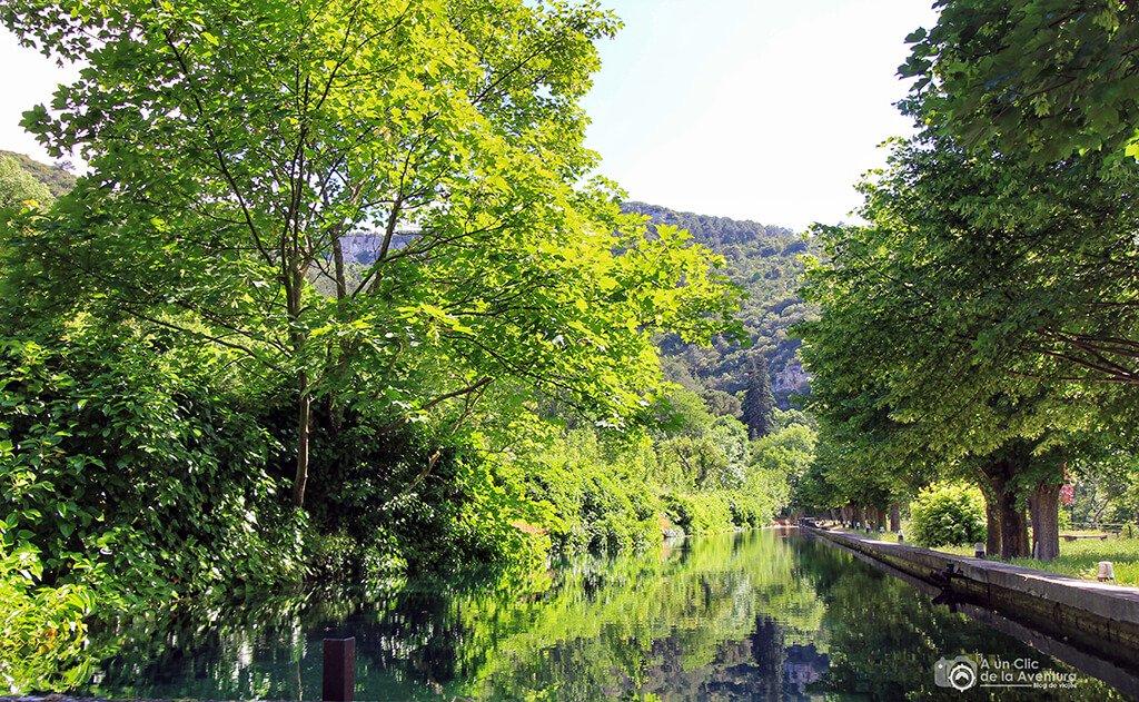 Canal del jardín secreto denominado La Ría