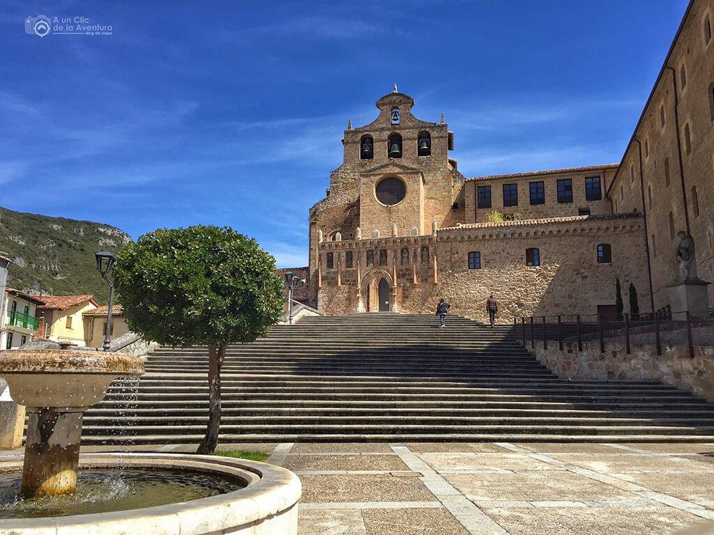 Subida a la iglesia del Monasterio de San Salvador de Oña