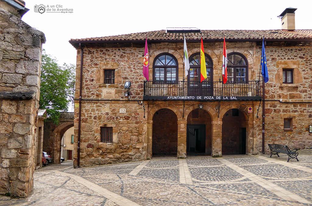 Ayuntamiento de Poza de la Sal en la Plaza de la Villa