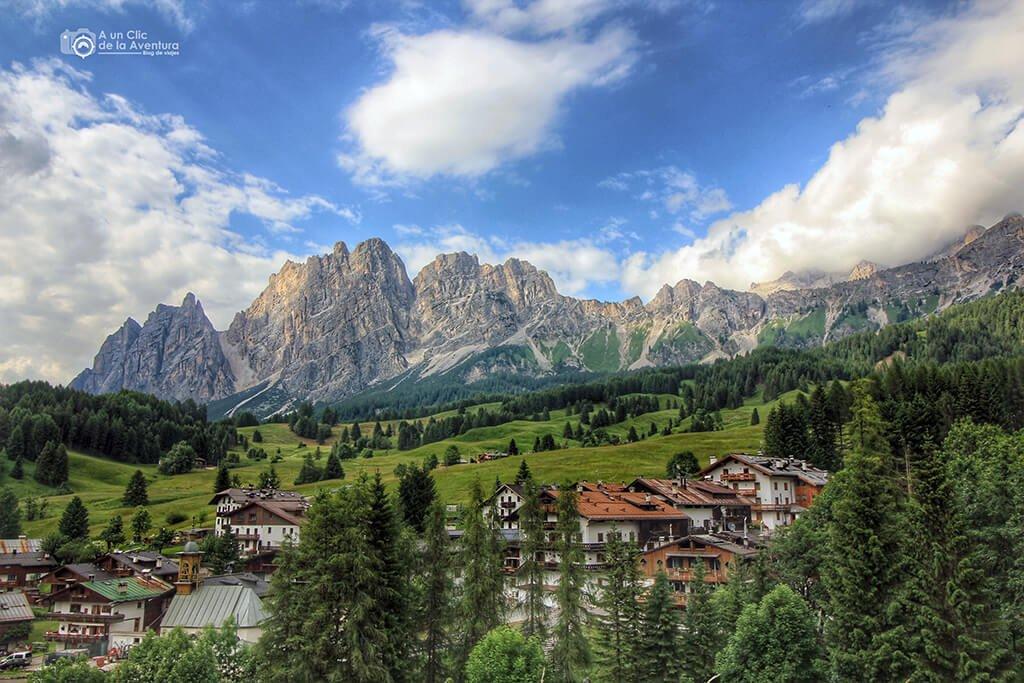 Cortina d'Ampezzo en los Dolomitas - viaje en coche a Venecia y norte de Italia