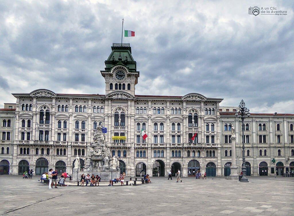 Piazza Unità d'Italia en Trieste - viaje en coche a Venecia y norte de Italia
