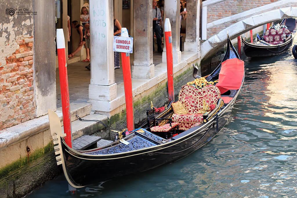 Transporte en Venecia. Servicio de góndolas