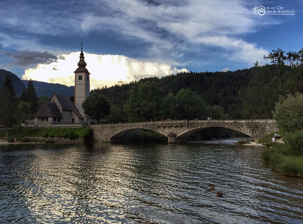 Lago Bohinj e iglesia de San Juan Bautista - viaje en coche a Eslovenia