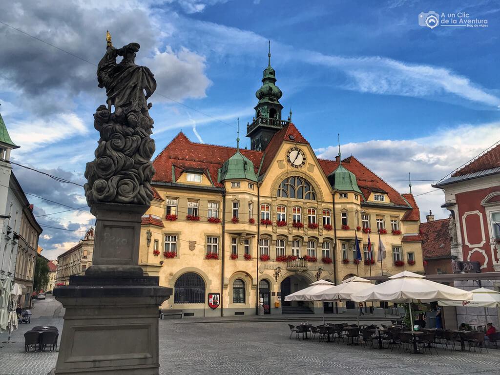 Ayuntamiento de Ptuj - Viaje en coche a Eslovenia