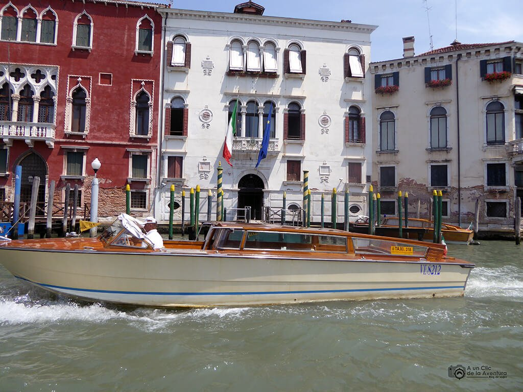 Transporte en Venecia. Taxi acuático de Venecia