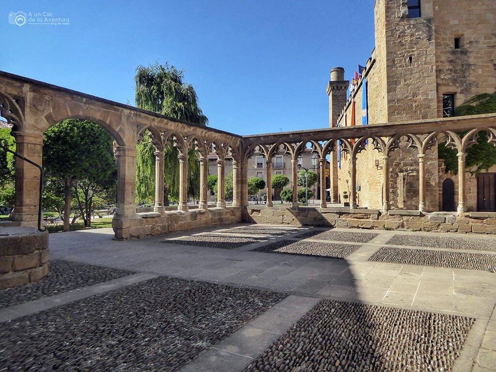 Atrio de la Iglesia de Santa María de Olite