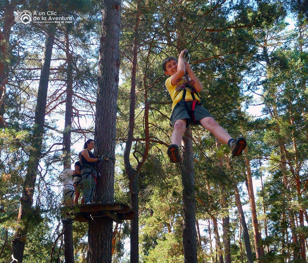 Tirolina en De Pino a Pino - planes en familia para hacer en Burgos