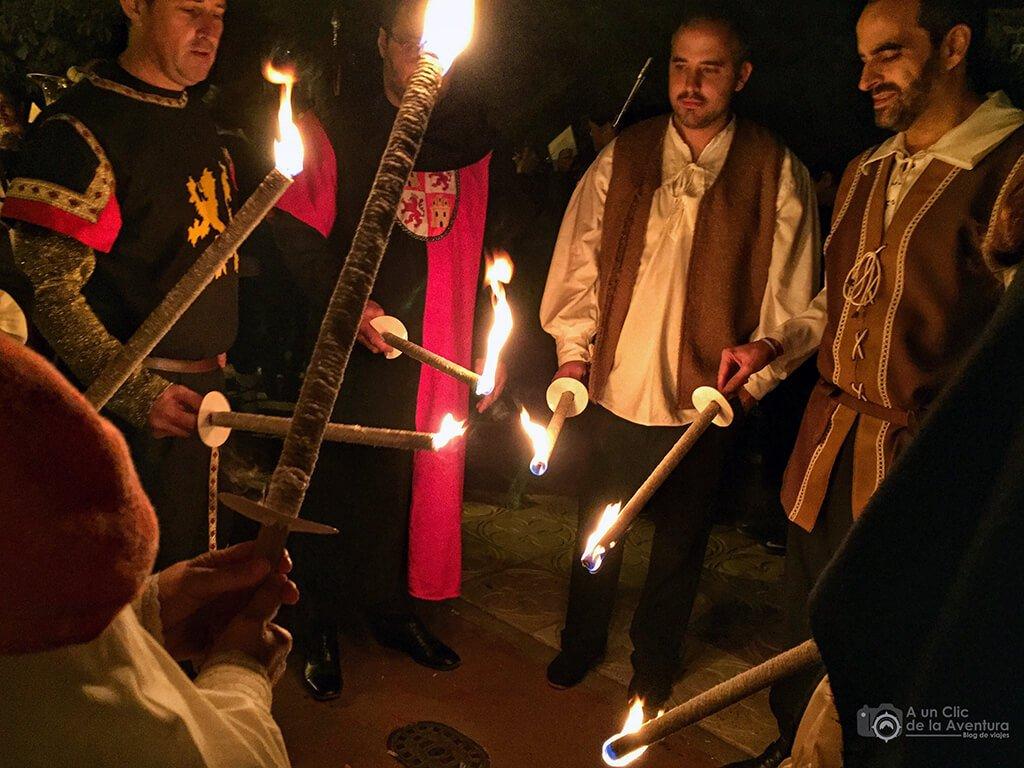 Preparando el desfile nocturno de la comitiva del Cid