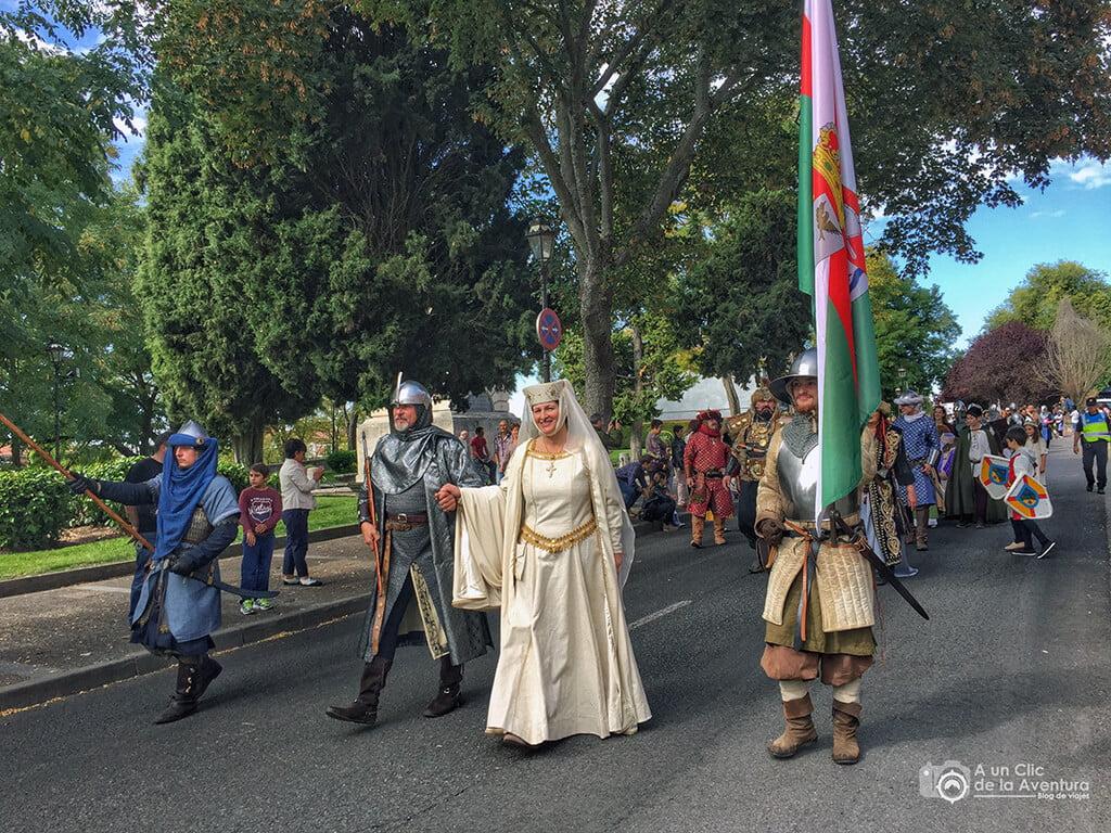El Cid Campeador y su esposa Doña Jimena presidiendo el desfile de la comitiva