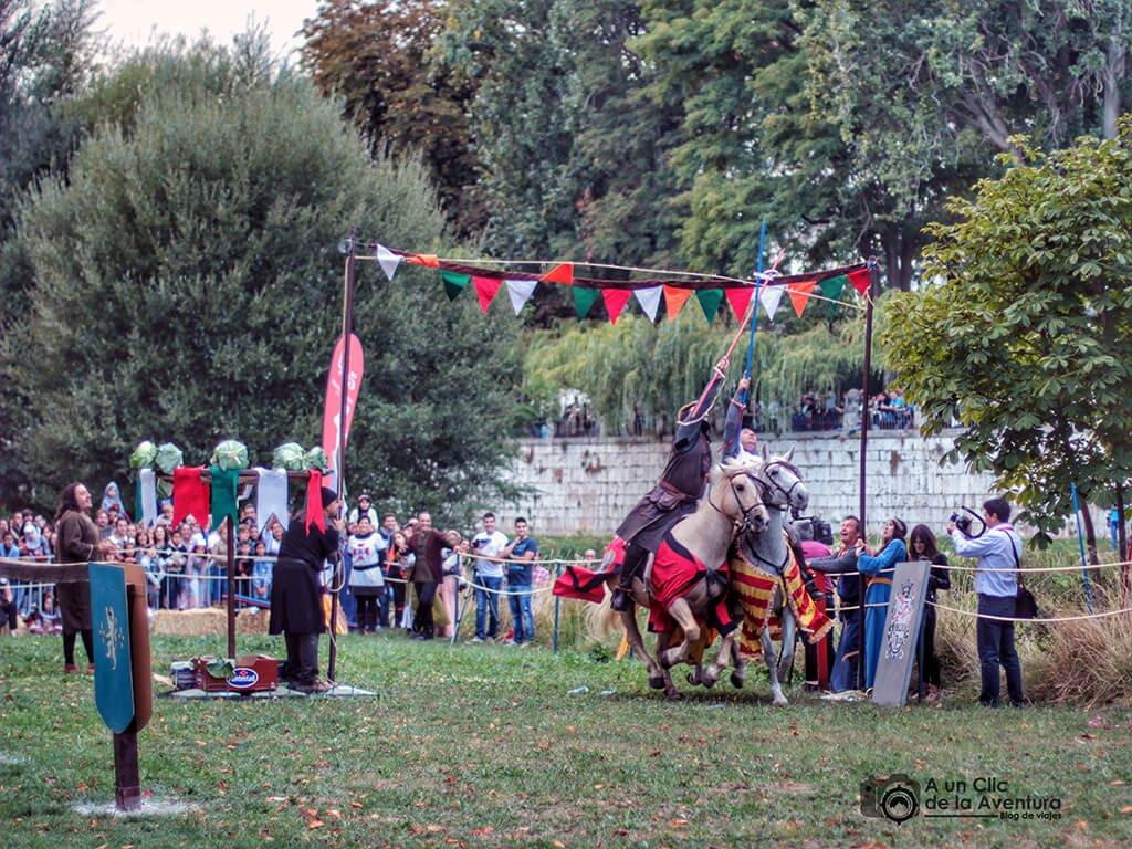 Juegos de pericia durante el Torneo Medieval del Fin de Semana Cidiano en Burgos