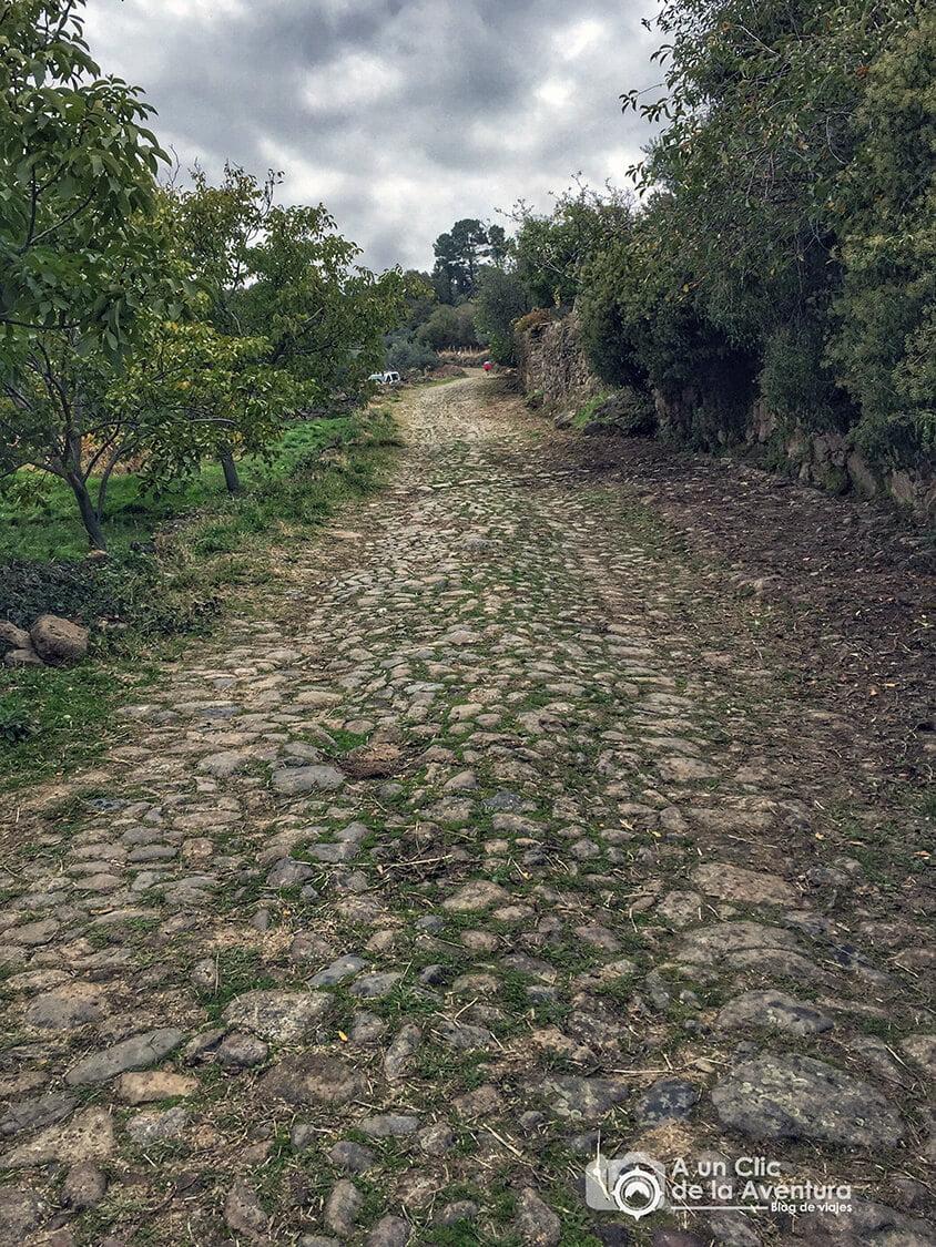 Calzada medieval de la ruta A Fala - Sierra de Gata en familia