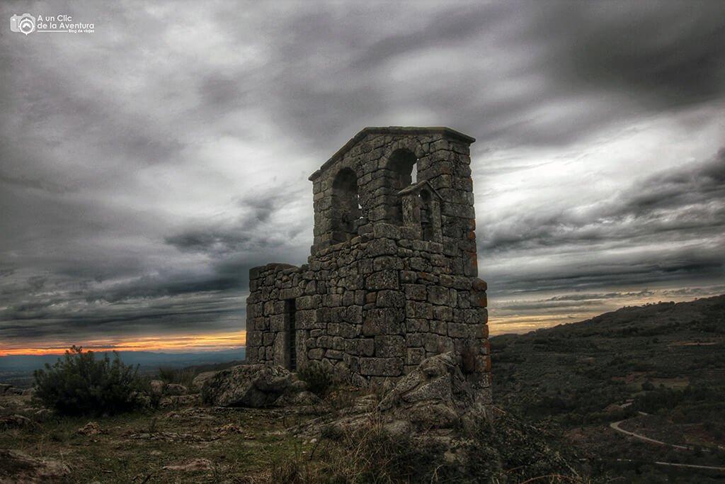 Campanario de la iglesia de San Juan Bautista de Trevejo - Sierra de Gata en familia