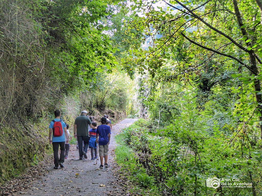 Ruta al cercado de los lobos en Belmonte de Miranda