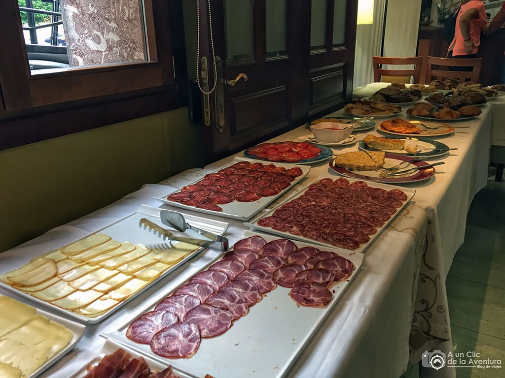 Desayuno buffet del Gran Hotel Rural Cela