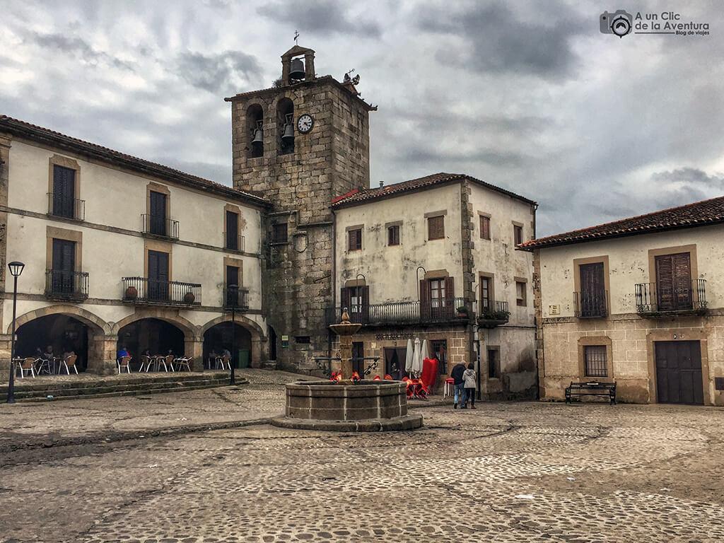 Plaza Mayor de San Martín de Trevejo - Sierra de Gata en familia