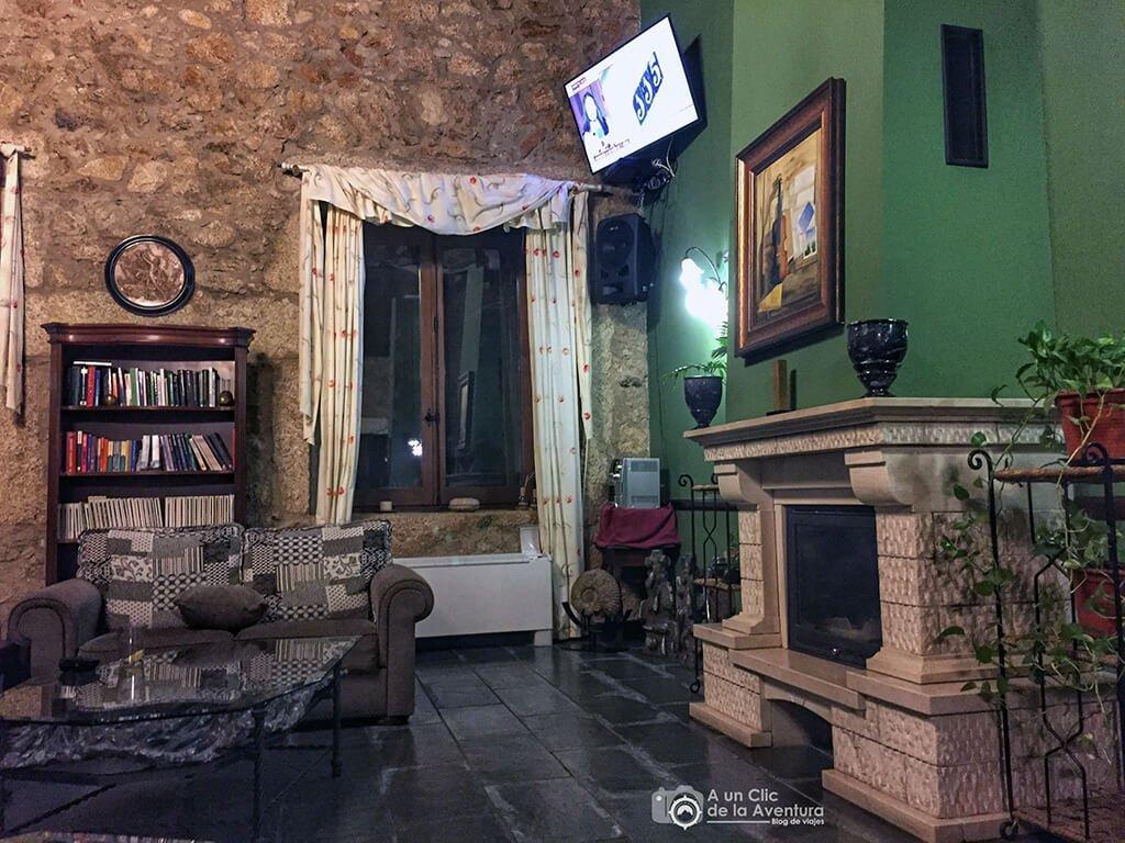 Salón Social del Hotel Rural A Velha Fabrica en Valverde del Fresno - Sierra de Gata en familia