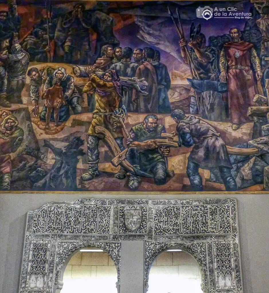 Puerta con yeserías mudéjares y mural del pintor Vela Zanetti - principales monumentos de Burgos en el Renacimiento