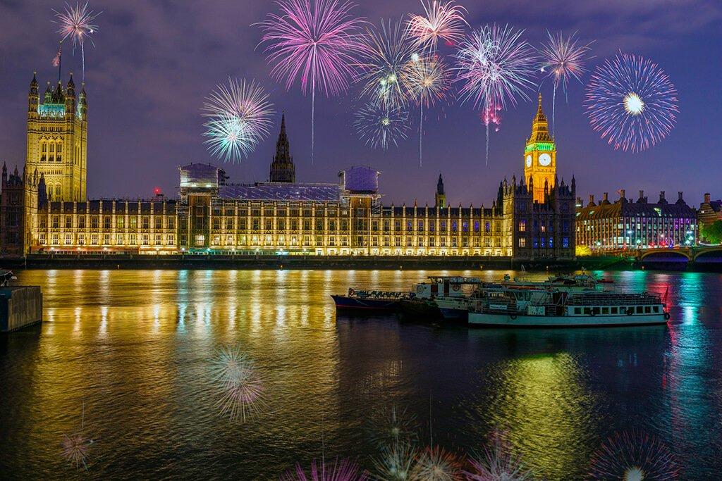 Fuegos artificiales de Fin de Año en el Támesis, Londres - ciudades de Europa para celebrar el Año Nuevo