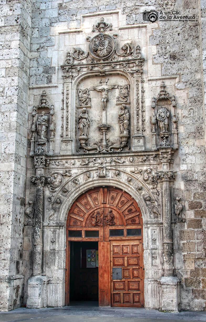 Portada renacentista de la Iglesia de San Cosme y San Damián - principales monumentos de Burgos en el Renacimiento