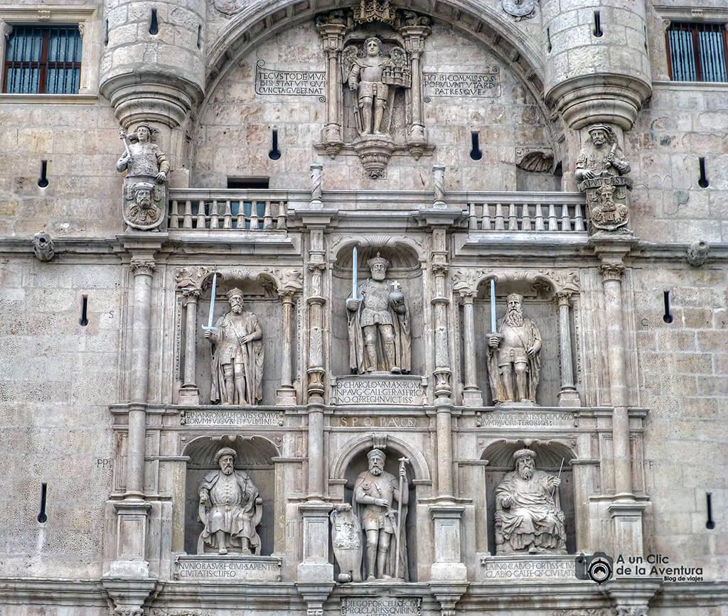 Retablo Civil del Arco de Santa María - principales monumentos de Burgos en el Renacimiento