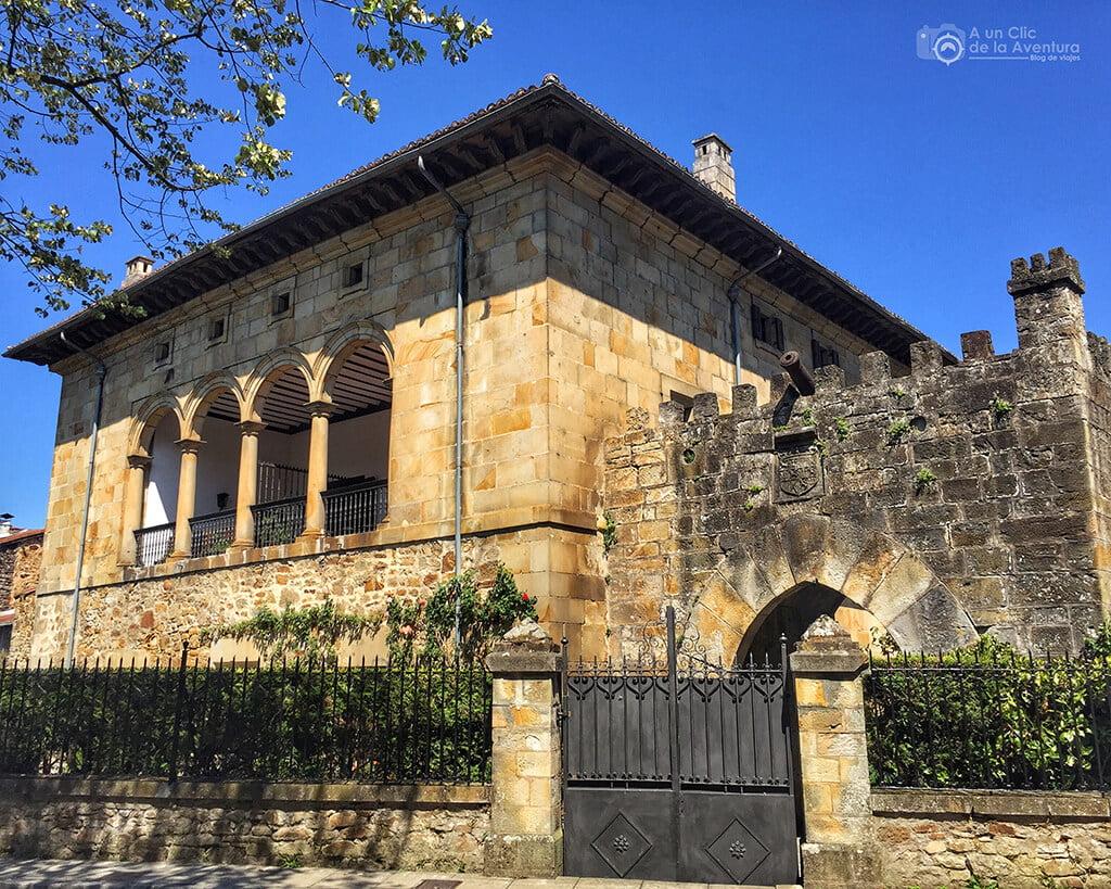 Palacio Arespakotxaga con el Portal del Campo adosado