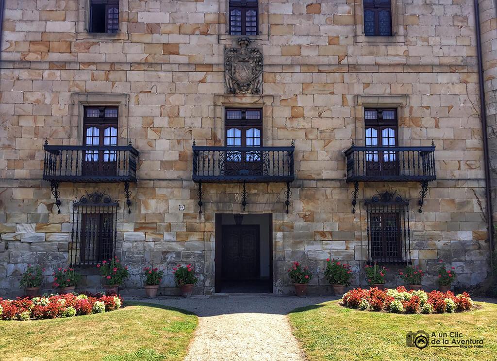 Fachada del Palacio Urkizu-Tola