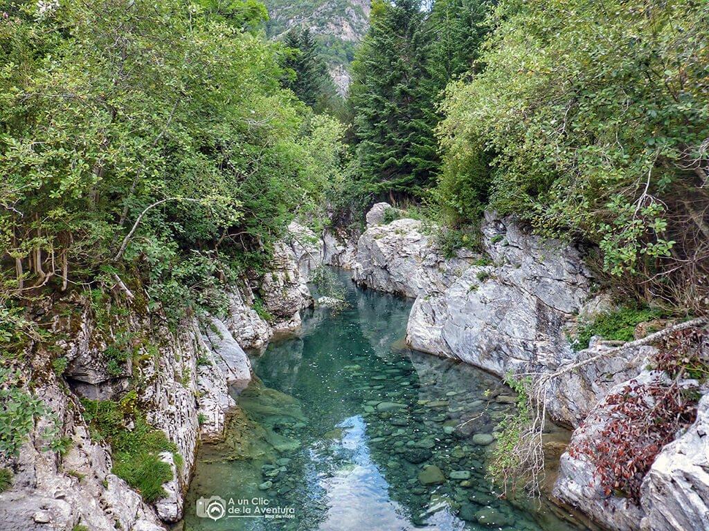 Río Ara desde el puente de Oncins