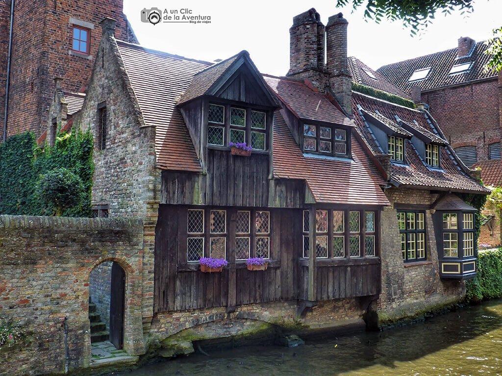 Casa de Brujas en el canal