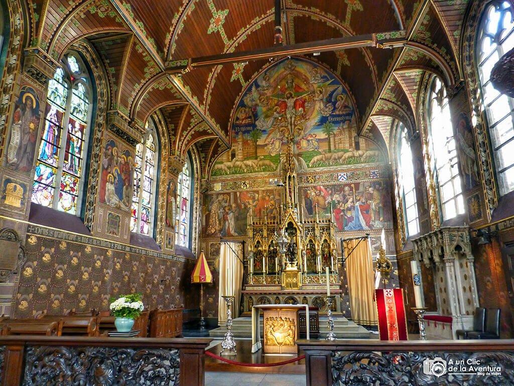 Interior de la capilla de la Santa Sangre de Brujas