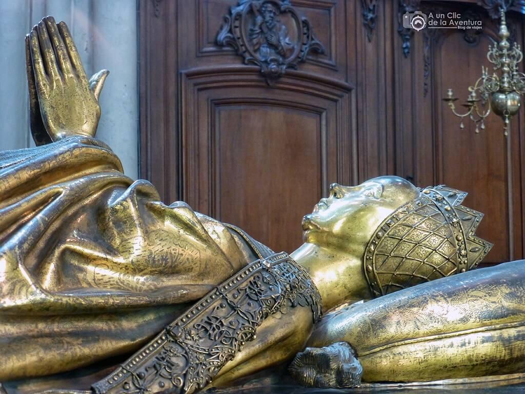 Tumba de María de Borgoña en la iglesia de Nuestra Señora en Brujas