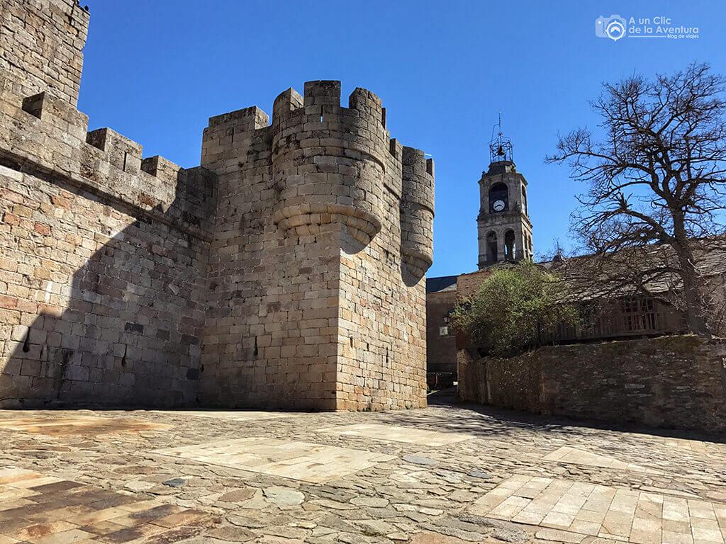 Uno de los cubos del Castillo de Puebla de Sanabria