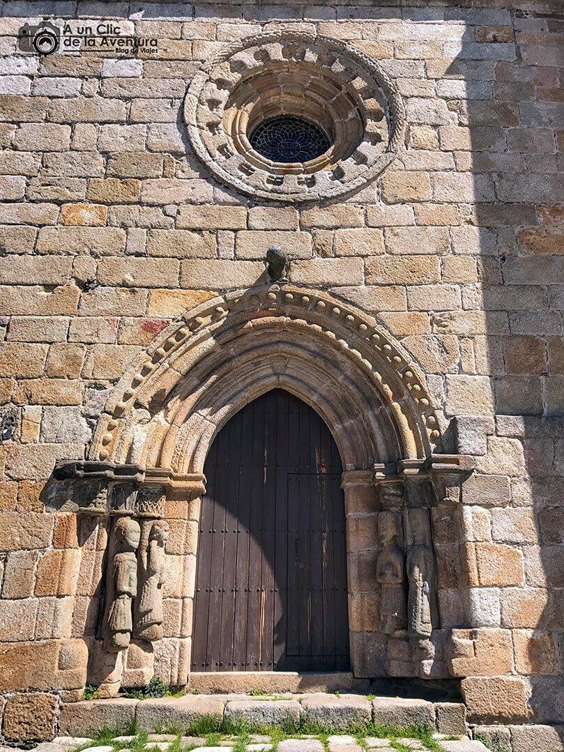 Portada principal de la Iglesia de Nuestra Señora del Azogue en Puebla de Sanabria