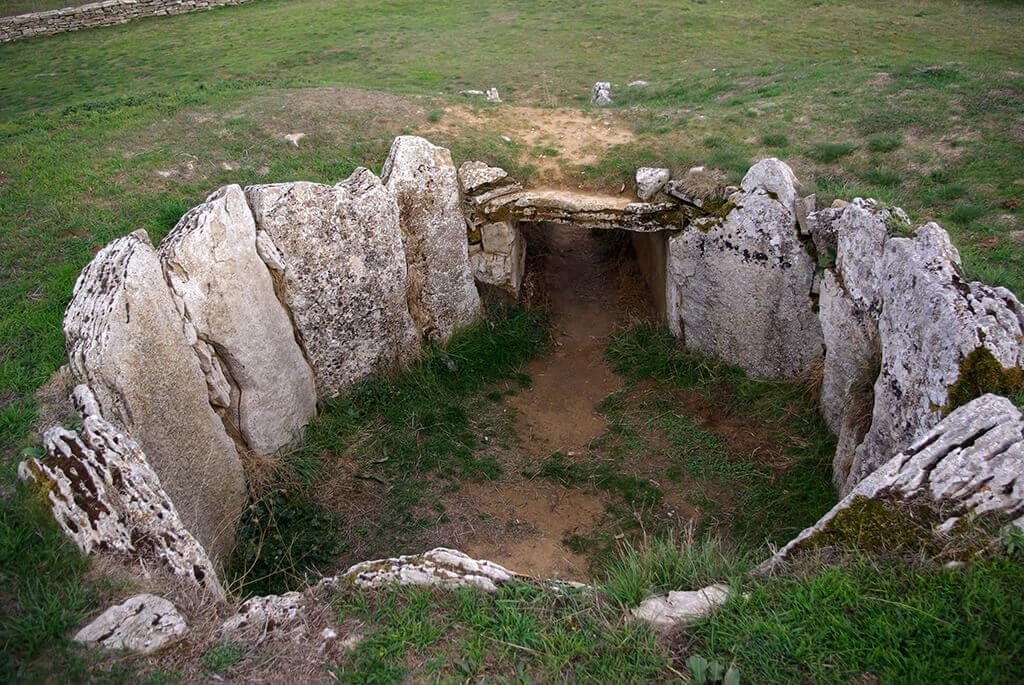 Dolmen de La Cabaña en Sargentes de la Lora