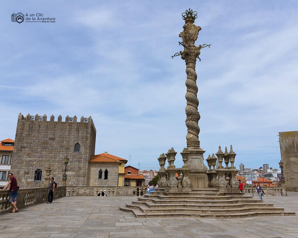 Pelourinho de Oporto junto a la Catedral - Oporto y norte de Portugal