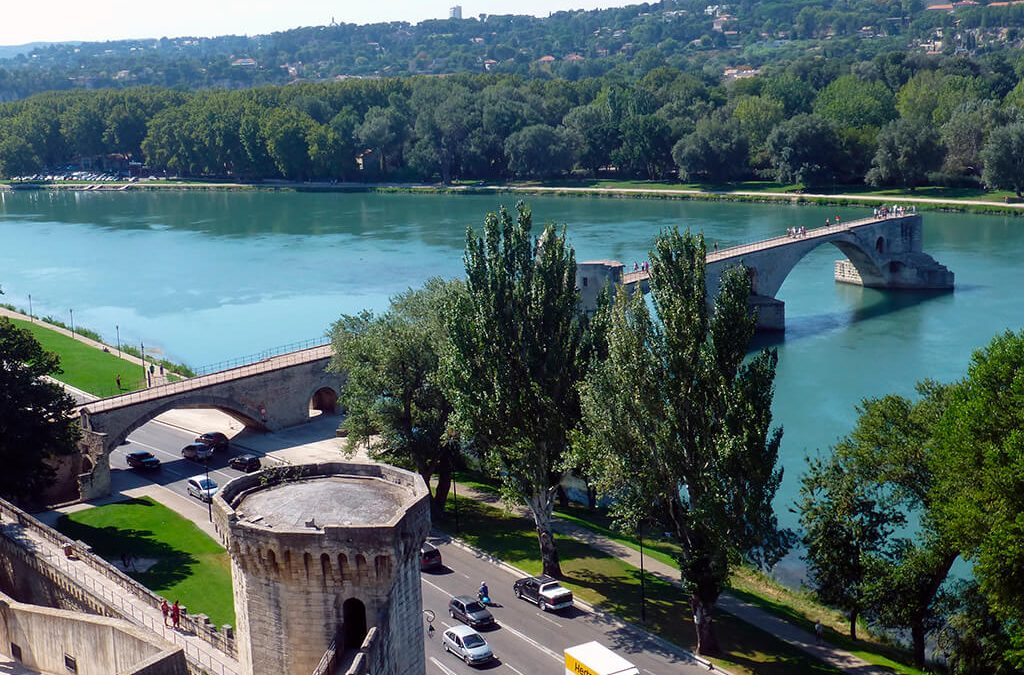 Un puente que no lleva a ningún sitio: el puente de Avignon (Aviñón)