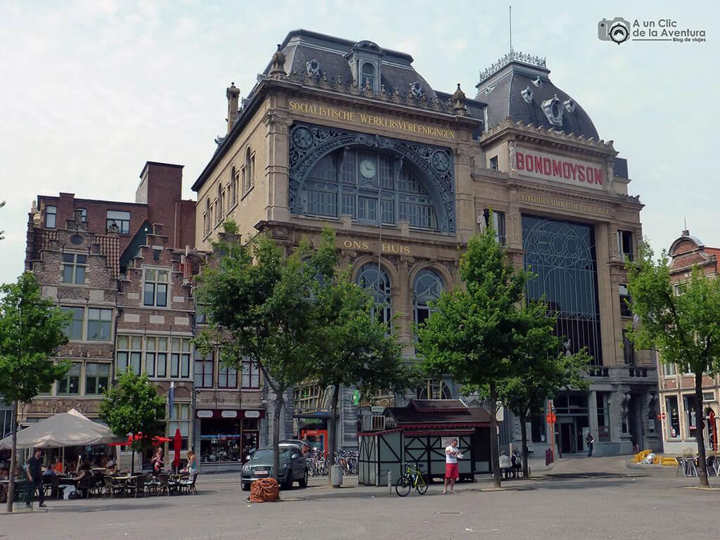 Sede del primer partido socialista de Europa en la Vrijdagmarkt - Qué ver en Gante
