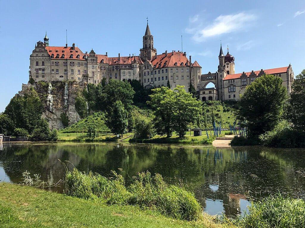 c mo visitar el castillo hohenzollern sigmaringen un mirador del danubio. Black Bedroom Furniture Sets. Home Design Ideas