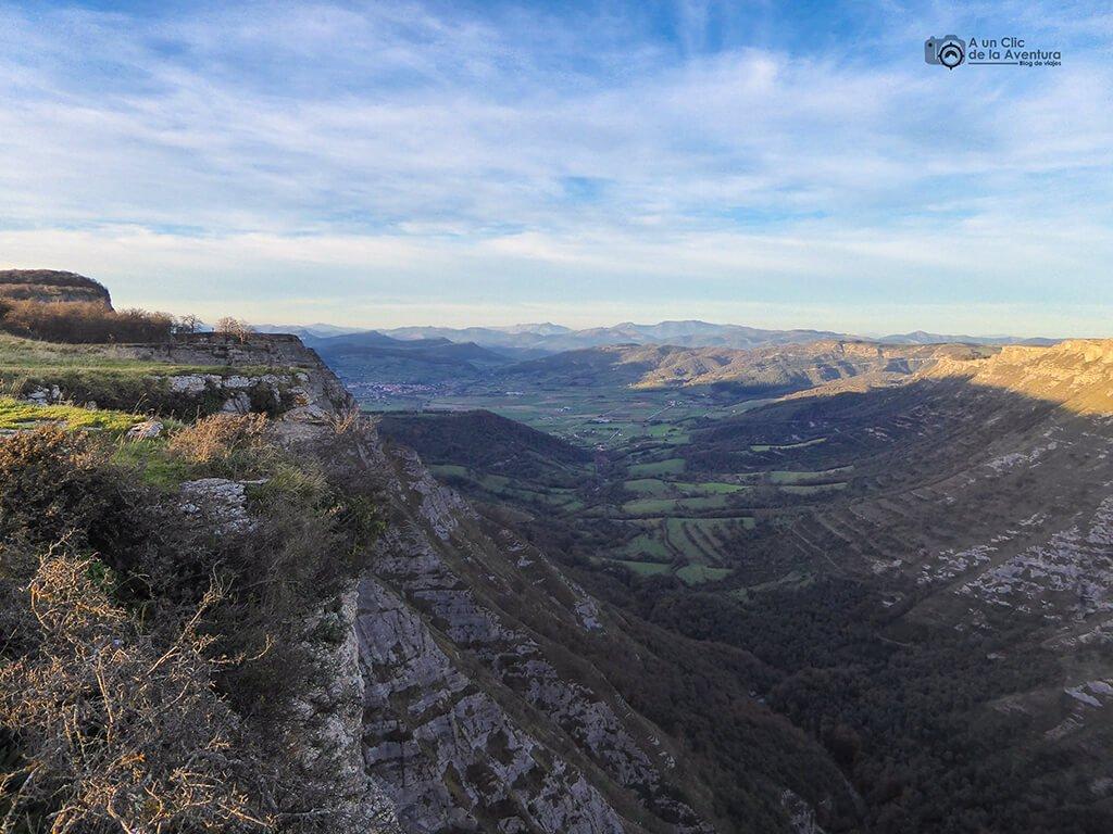 Cañón del Delika y Valle de Ayala - ruta circular por el Monumento Natural del Monte Santiago