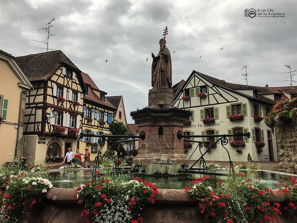 Place du Château Saint-Léon en Eguisheim - pueblos más bonitos de Alsacia